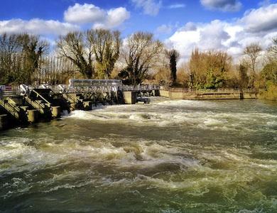Weir at Caversham Lock. Photo: Cycling Man